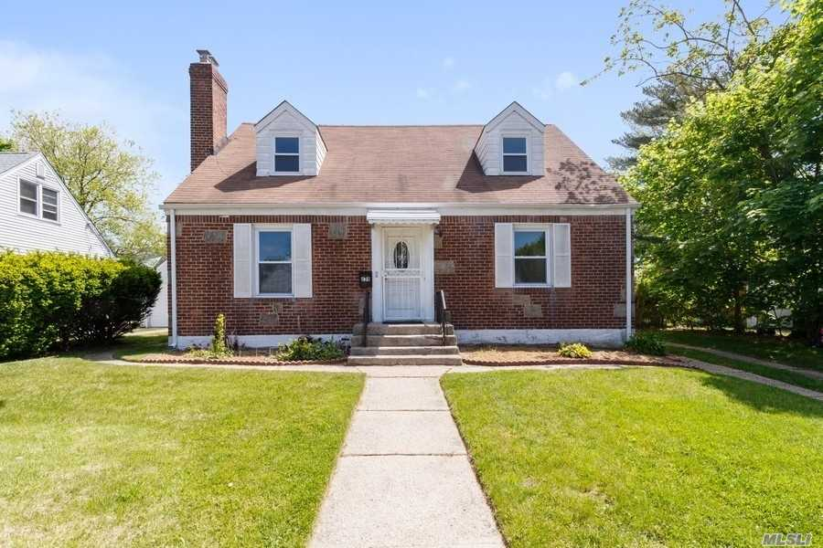 Residential For Sale in 239 Anchor Way, Uniondale, NY ,11553