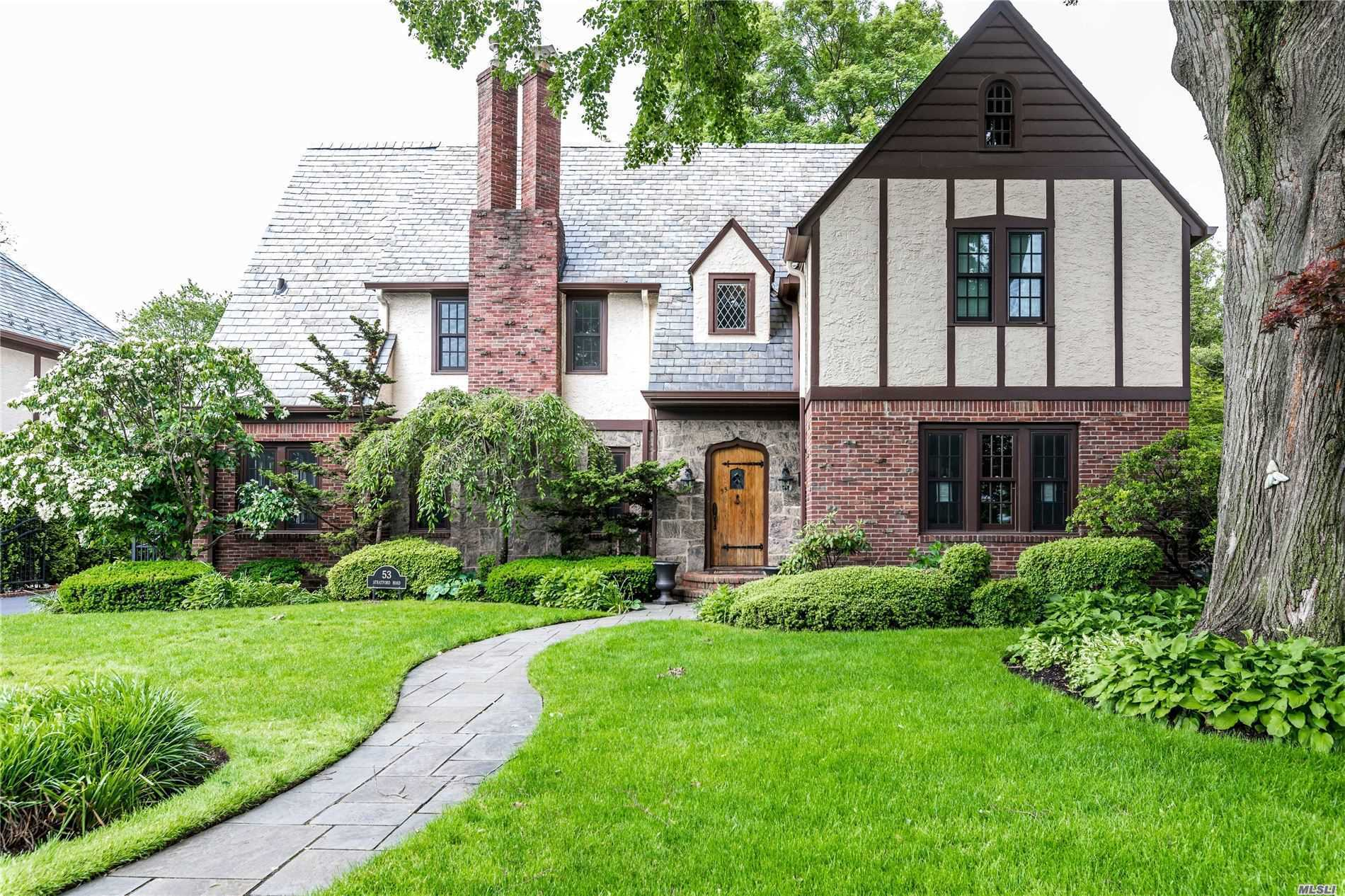 Residential For Sale in 53 Stratford Road, Rockville Centre, NY ,11570