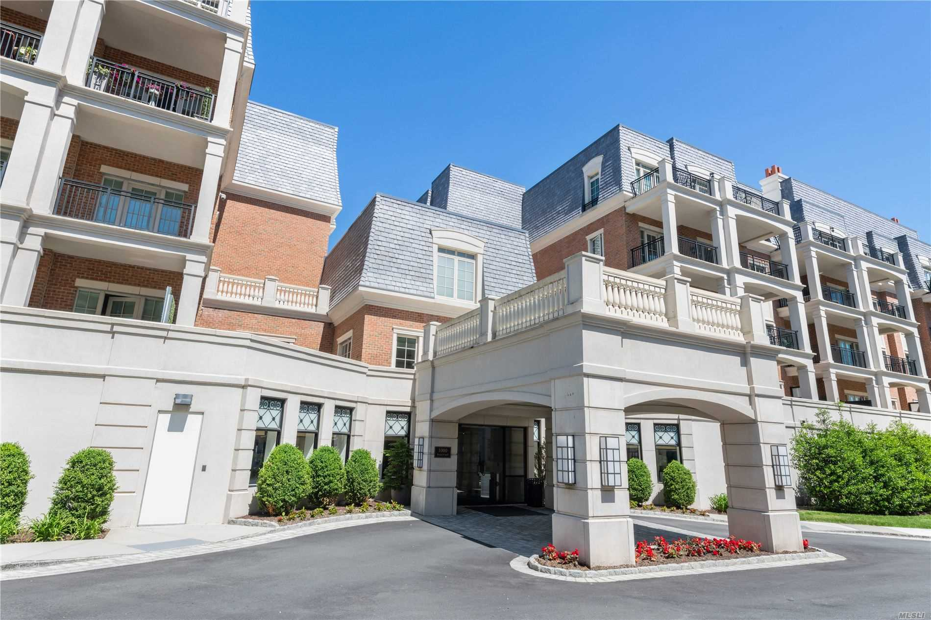 Condominium for sale in 1000 Royal Court, North Hills, NY ,11040