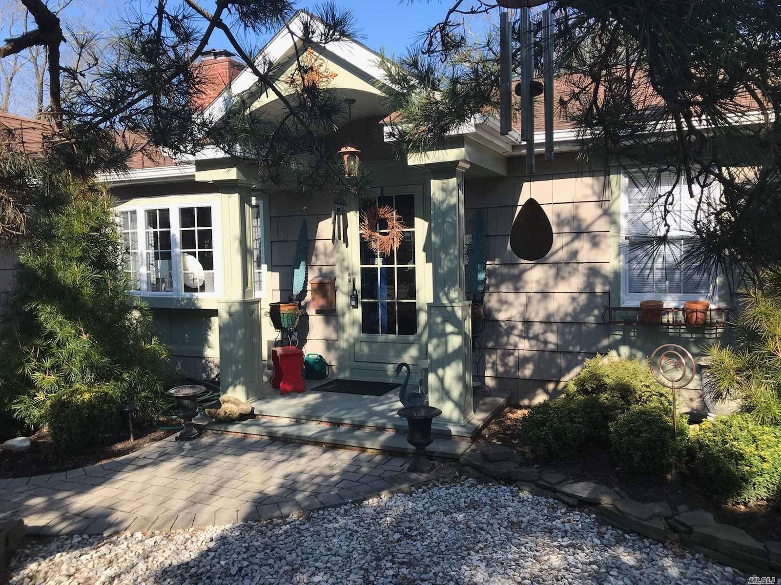 Residential For Sale in 23 Baymens Court, Sayville, NY ,11782