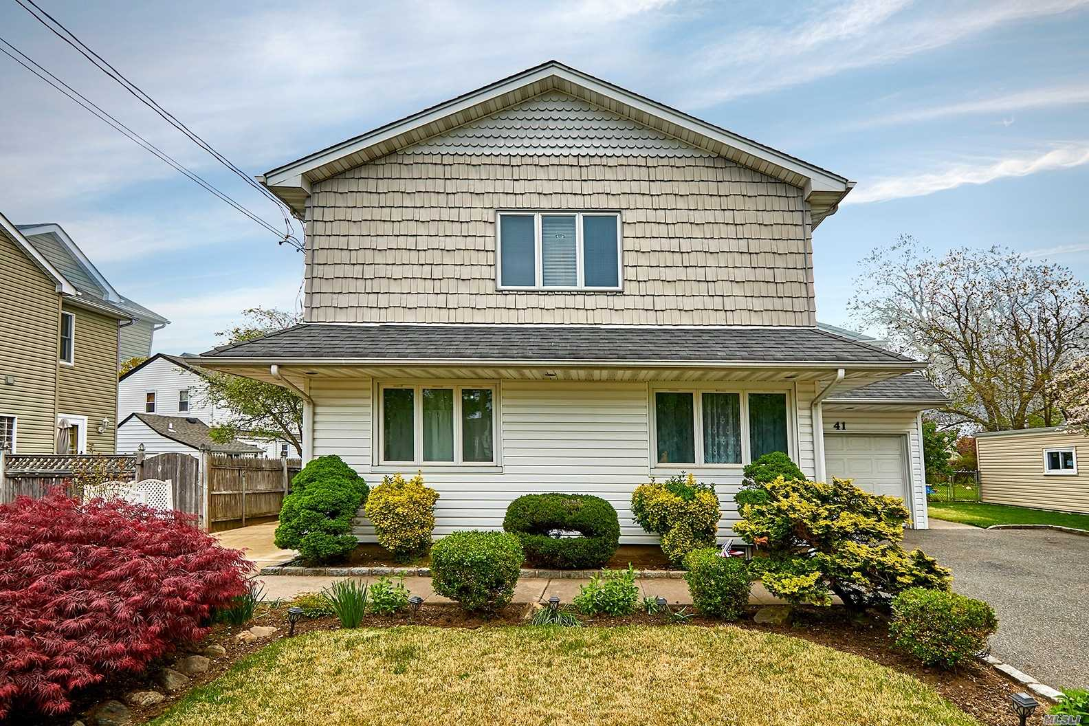 Residential For Sale in 41 Cherry Lane, Carle Place, NY ,11514