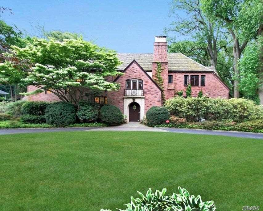 Residential For Sale in 23 Bonnie Heights Road, Manhasset, NY ,11030