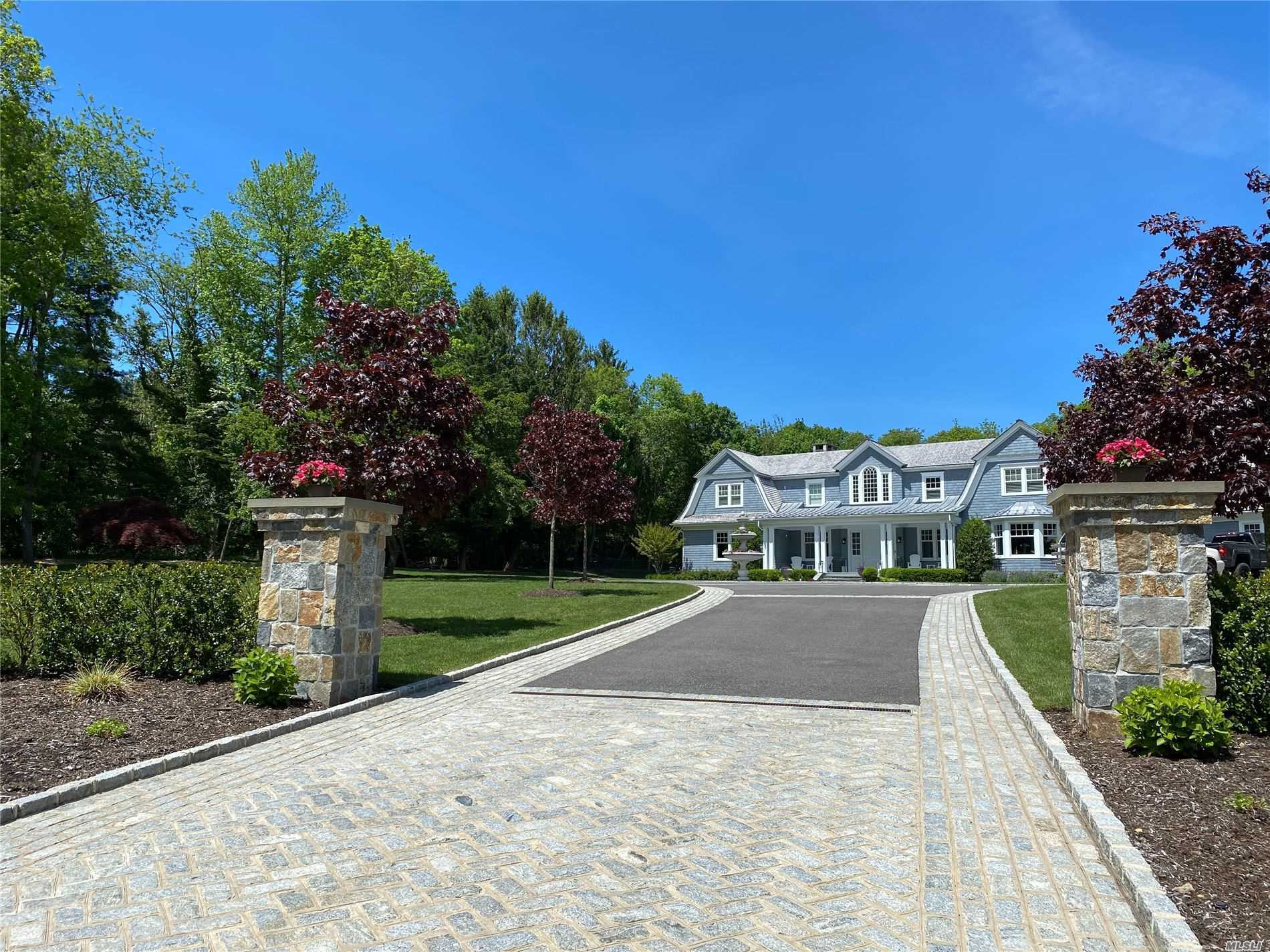 Residential For Sale in 1 Toboggan Hill Path, Cold Spring Hrbr, NY ,11724