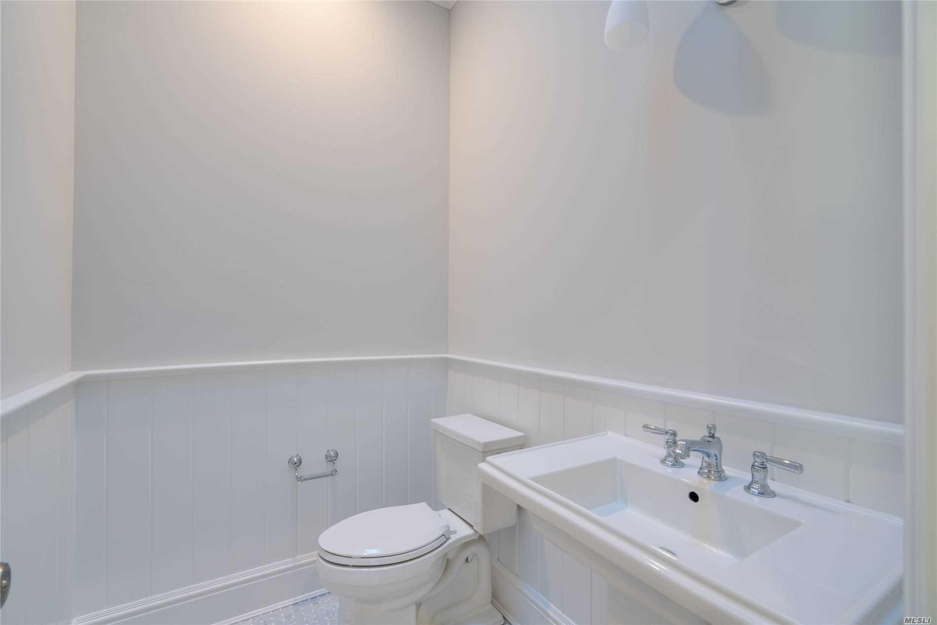 Residential For Sale in 74 Wilton Road, Cold Spring Hrbr, NY ,11724