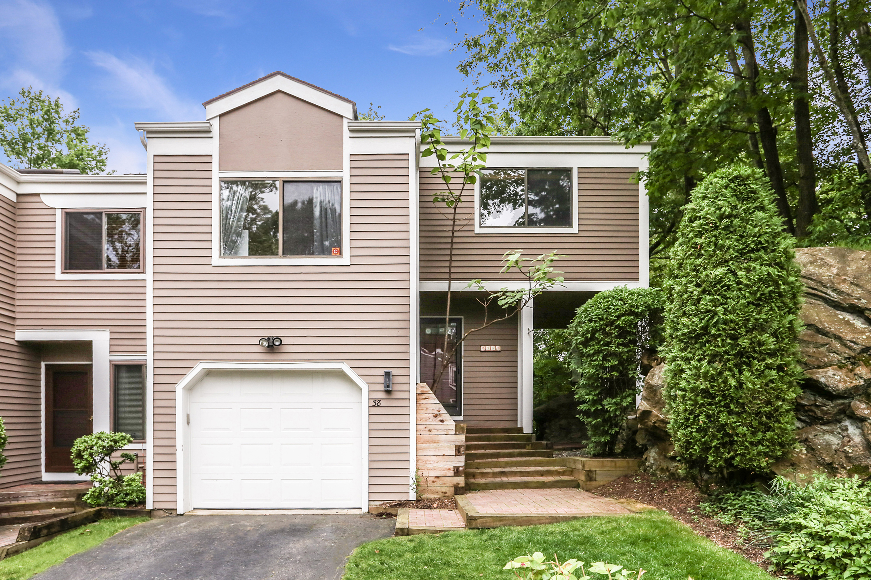Townhouse/Row House for sale in 38 Top Of The Ridge, Mamaroneck, NY ,10543