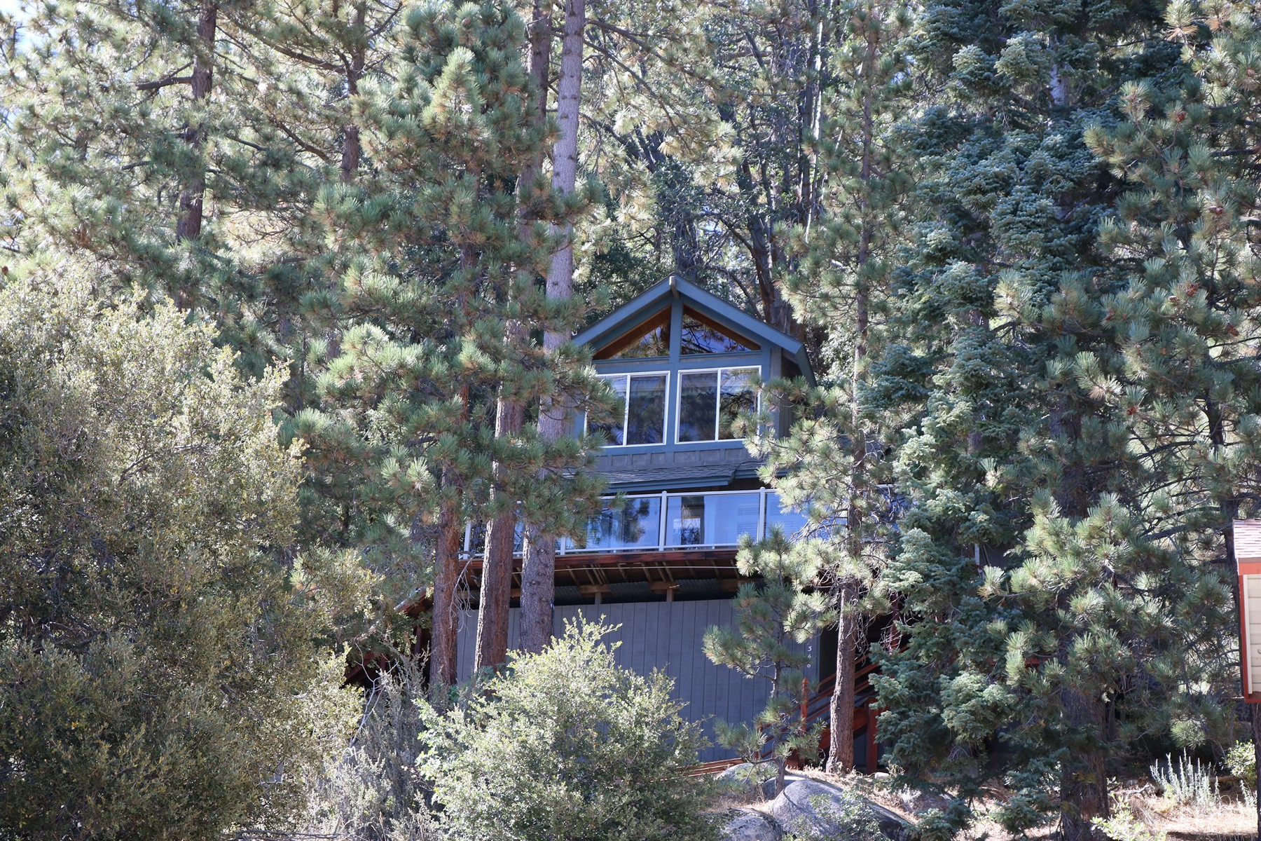 Residential For Sale in 346 North Shore Drive, Fawnskin, California ,92333