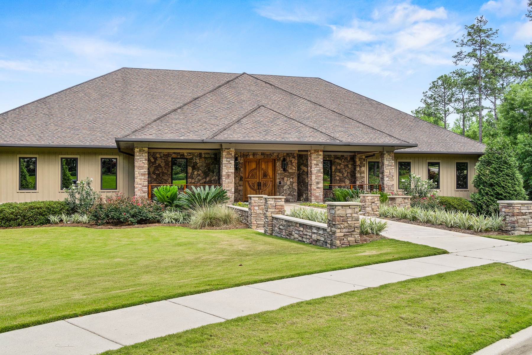 Single Family Home for sale in 2531 E Colonnades Drive, Mobile, Alabama ,36695