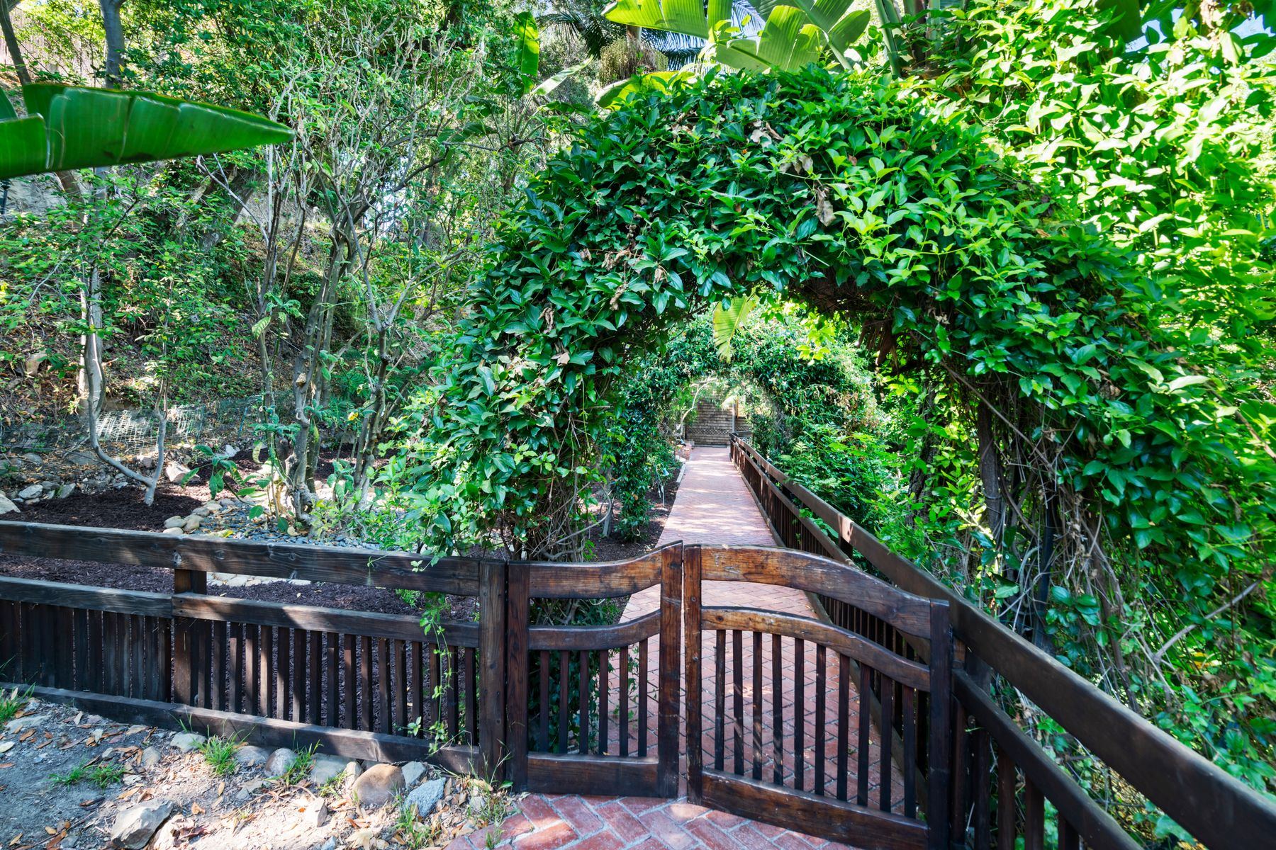 Residential For Sale in 1106 Parkway Trail, Topanga, California ,90290