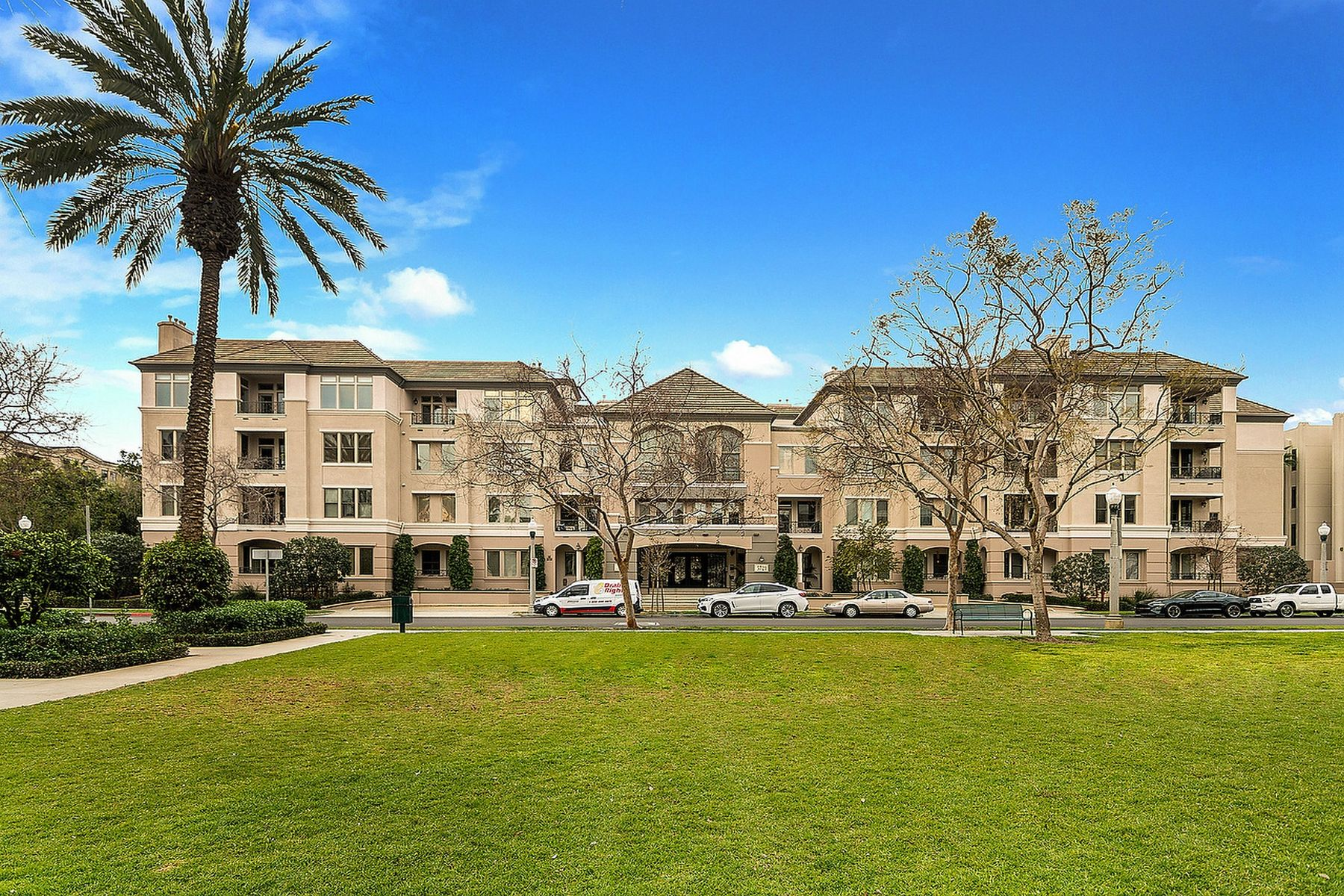 Condominium for sale in 5721 South Crescent Park Unit 214, Playa Vista, California ,90094
