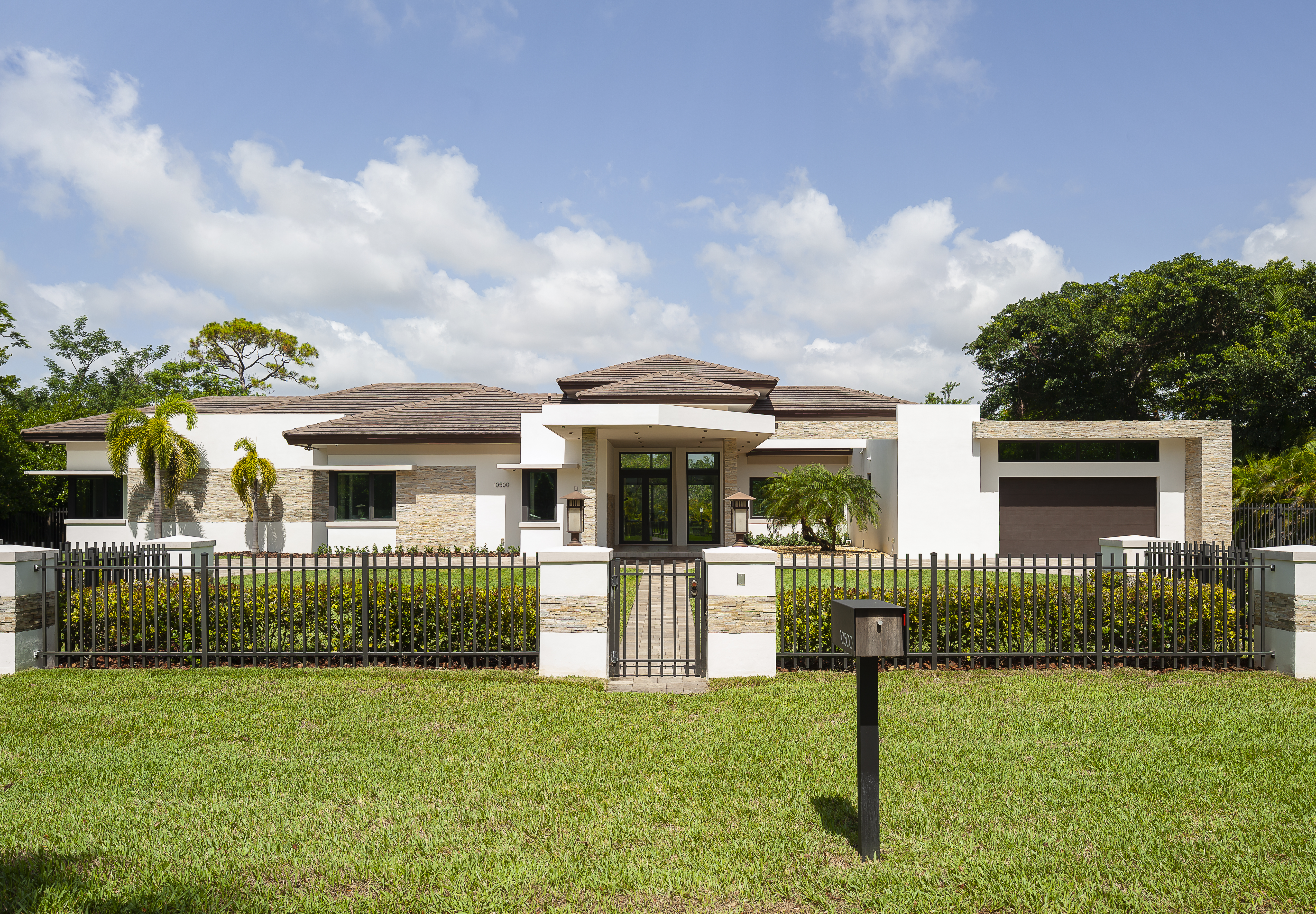 Single Family Home for sale in 10500 Sw 69th Ave, Pinecrest, Florida ,33156