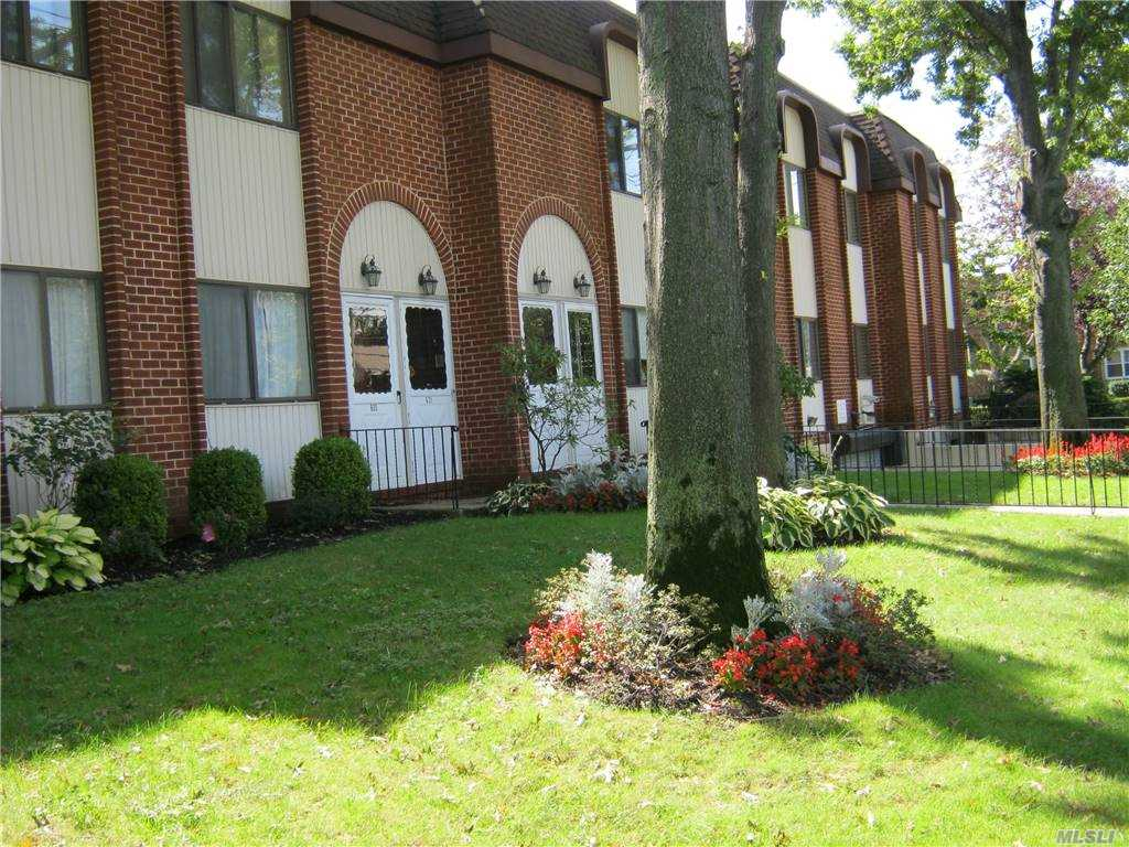 Residential For Rent in 140 Mcglynn Place, Cedarhurst, NY ,11516