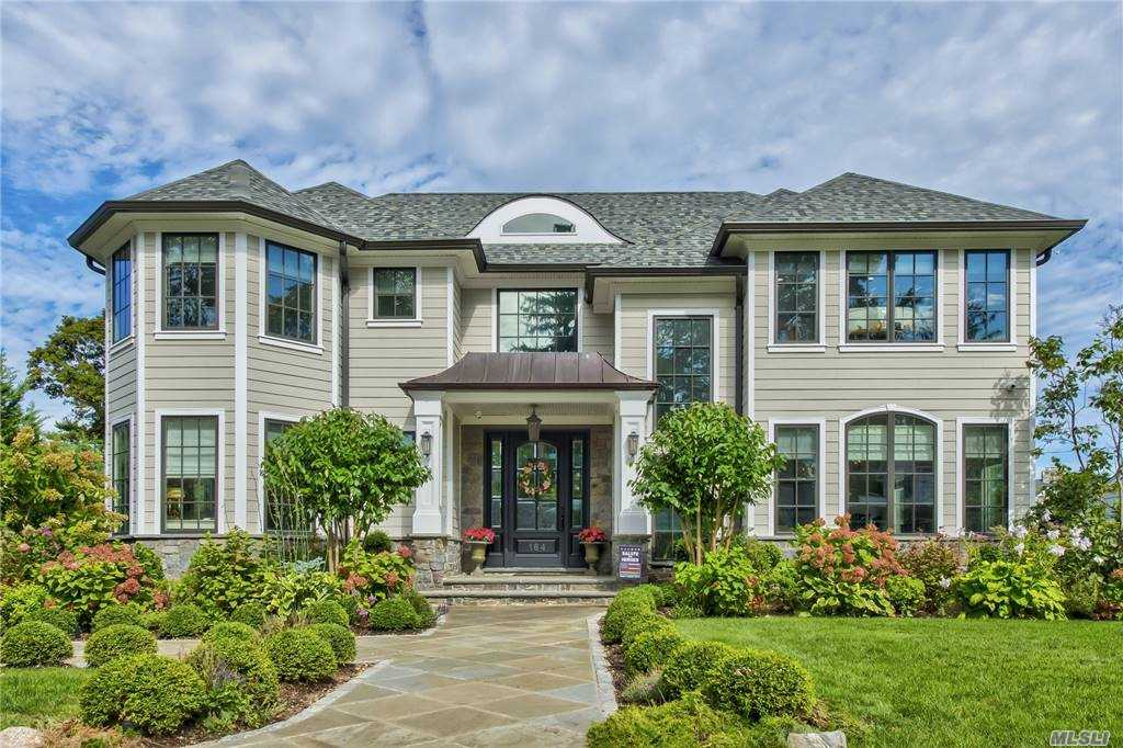 Residential For Sale in 164 Plandome Court, Manhasset, NY ,11030