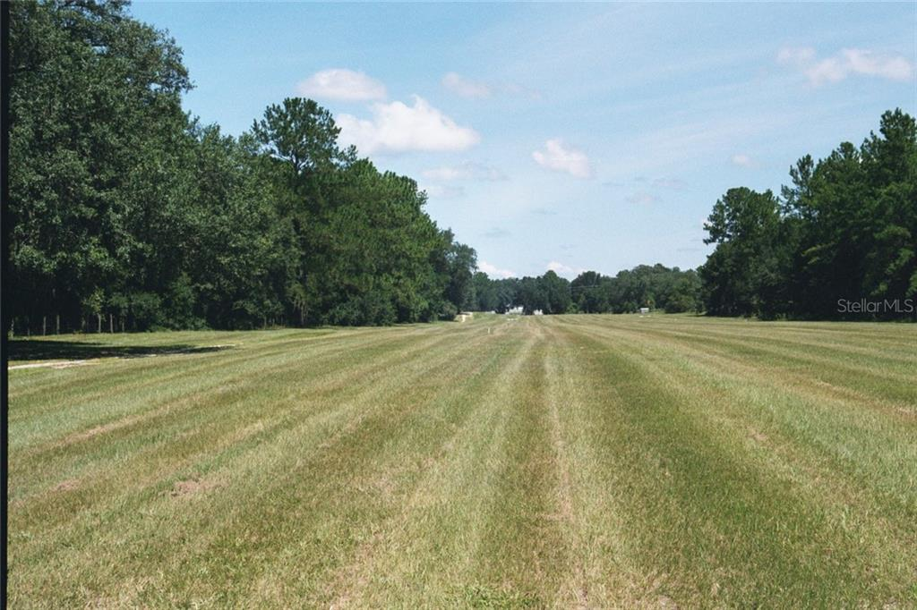 Residential For Sale in 14020 Hwy 464b, Morriston, Florida ,32668